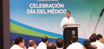 Celebra gobernador a médicos de la zona sur de Tamaulipas