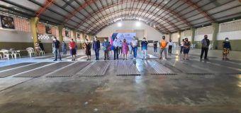 Ing. Eric Abraham Sosa Mar entrega 100 paquetes de Laminas de Zinc